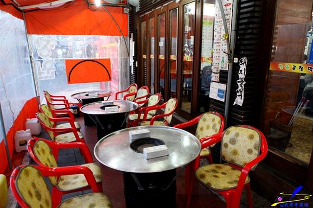 安吉朗吃烤肠,见识韩剧里的烤肠一条街
